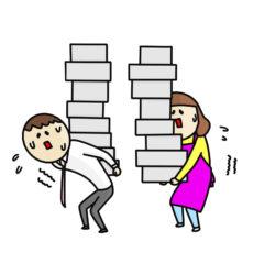 荷物を平等に背負う夫婦