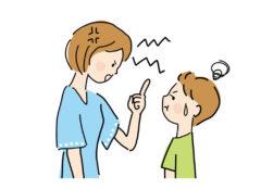 子どもに怒る母親