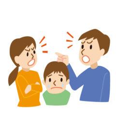 夫婦喧嘩する夫婦と悲しむ息子