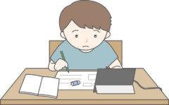 オンデマンド型オンライン授業(タブレット学習する子ども)