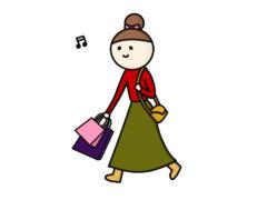 ご機嫌でショッピングをする母親